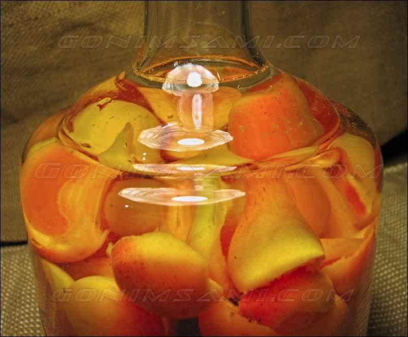 Ароматная домашняя настойка абрикос на самогоне. Простой рецепт.