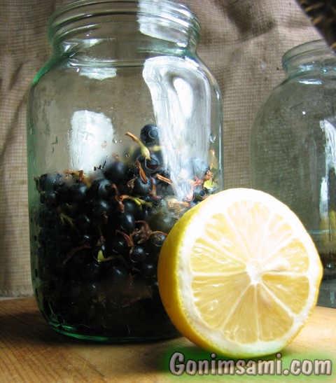 Смородиновка - настойка самогона на ягодах золотистой смородины с добавлением лимона.
