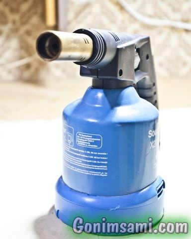 Газовая паяльная горелка на бутане с пьезоподжигом.