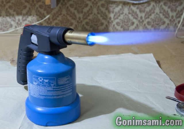 Паяем нержавейку. Газовая горелка с пьезорозжигом на полной мощности.