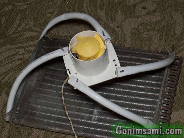 Крепим вентилятор к радиатору.
