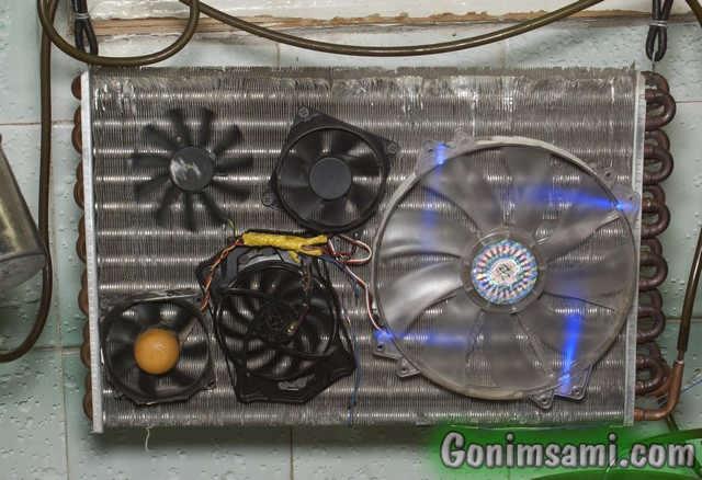 Монтаж меньшего радиатора для воздушного охлаждения змеевика.